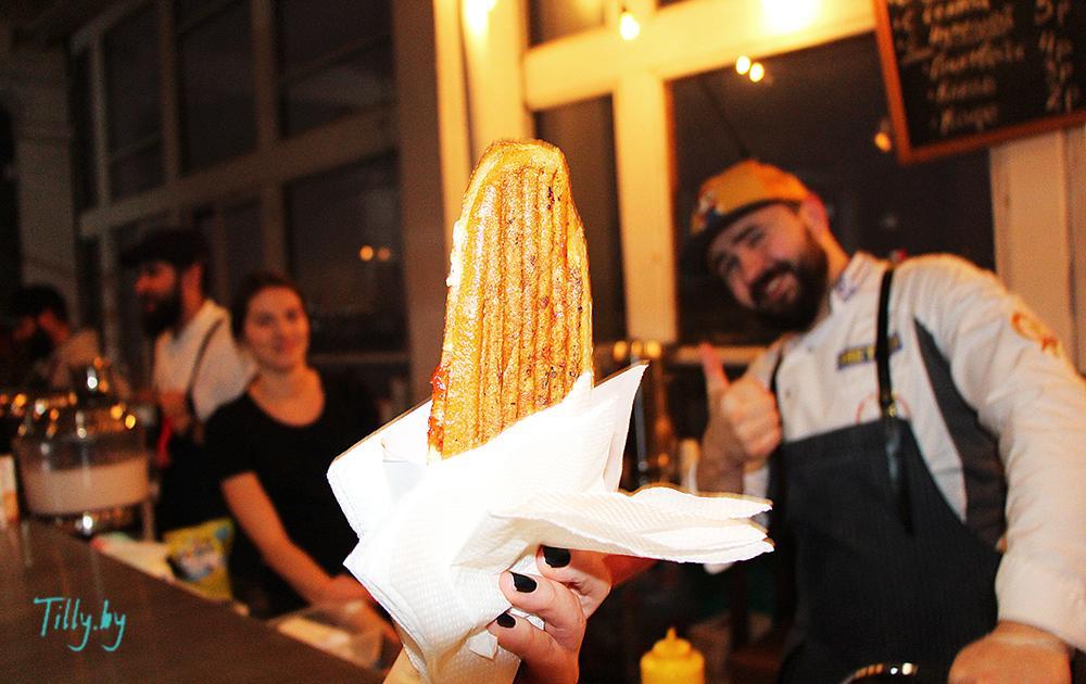 Сэндвич с курицей на празднике Сити Ханука
