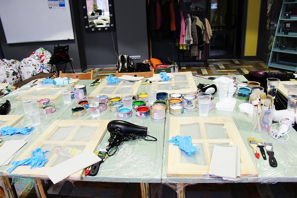 Рабочая зона на мастер-классе по декорированию