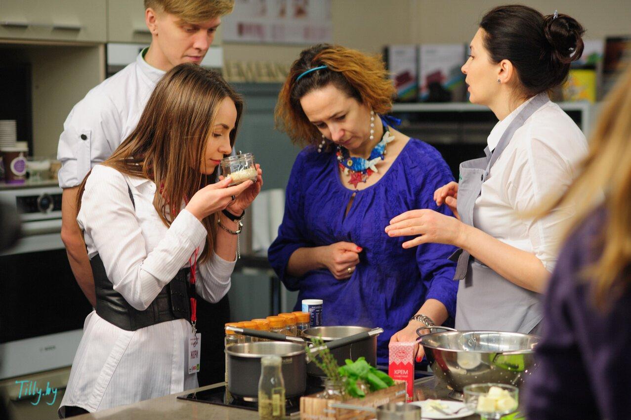 Natallia Miracle и жюри на конкурсе кулинаров