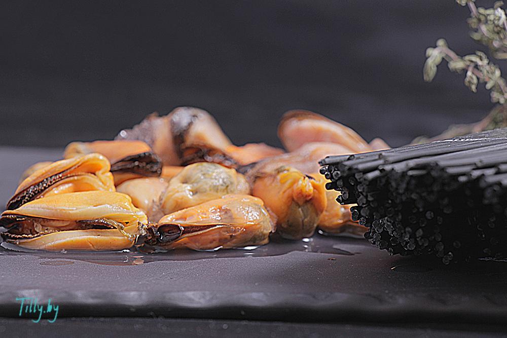 Мидии со спагетти из чернил каракатицы