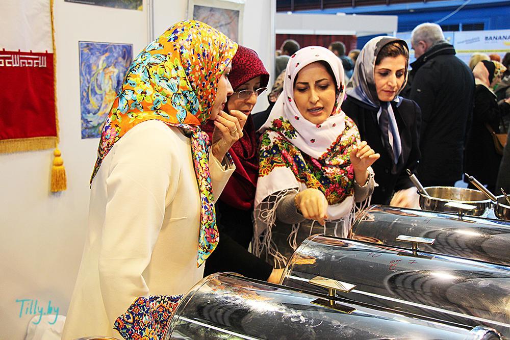 Иранские женщины у Минске