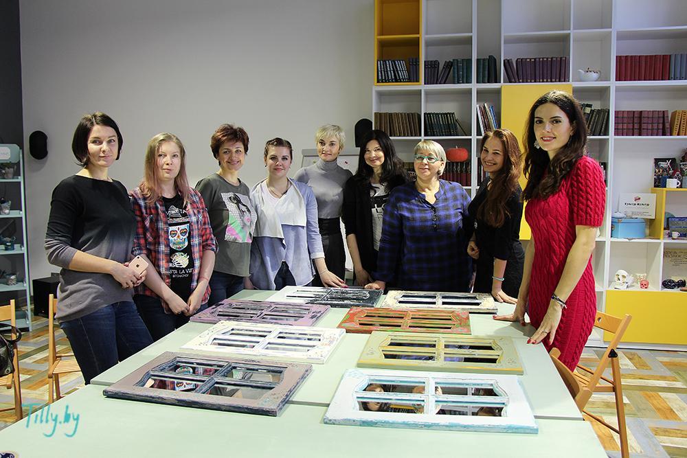 Все участницы мастер-класса по декорированию окошка