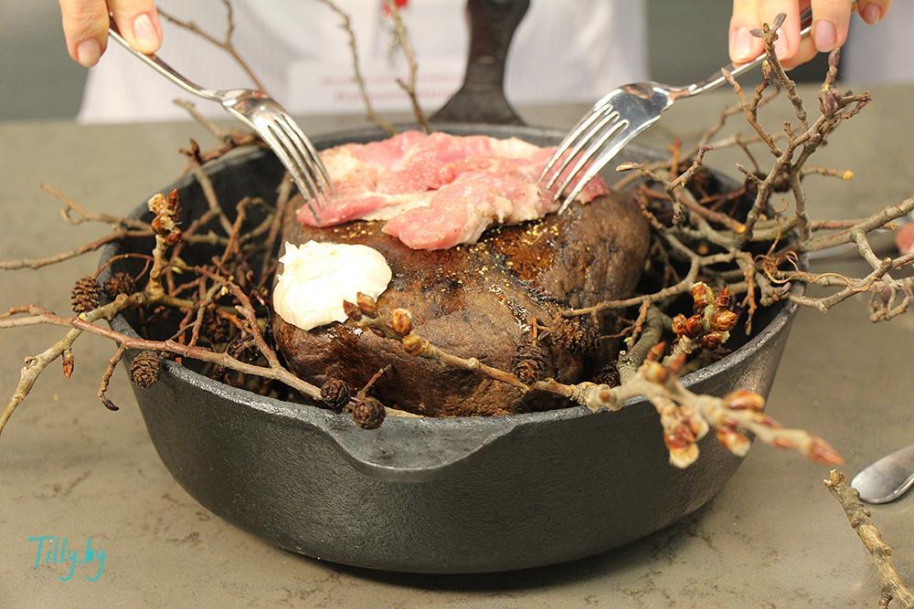 Приготовление мяса на камне